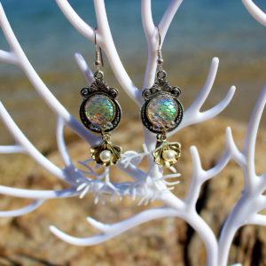"""Boucles d'oreille """"Écailles de sirène d'hiver"""" - Boucles d'oreille de sirène - Bijoux Galatée Merveilles - bijoux de sirène - bijoux coquillage - bijoux fantaisies"""