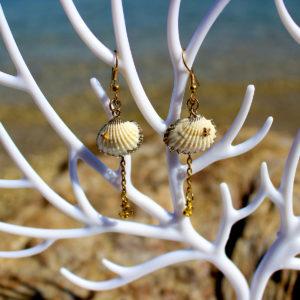 """Boucles d'oreille """"Coquillage avec petite ancre doré """"- Boucles d'oreille de sirène - Bijoux Galatée Merveilles - bijoux de sirène - bijoux coquillage - bijoux fantaisies"""