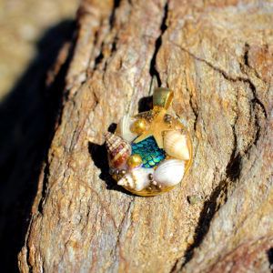 "médaillon ""trésor de l'océan"" - bijoux galatée merveilles - médaillon de sirène - bijoux de sirène - colliers de sirènes - bijoux coquillage - bijoux fantaisies"