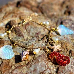 "Bracelet de sirène ""Red Hippocampe"" - bracelets de sirène - bijoux Galatée Merveilles - bijoux de sirène - bijoux coquillage - bijoux fantaisies"